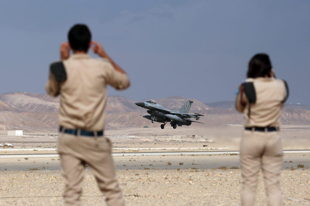 Israëlische soldaten nabij Eilat in de Negev-woestijn