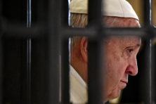 Behandel schandaalkerken als criminele organisaties