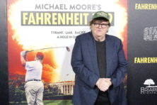 Michael Moore heeft opvallend nieuw doelwit: Democraten