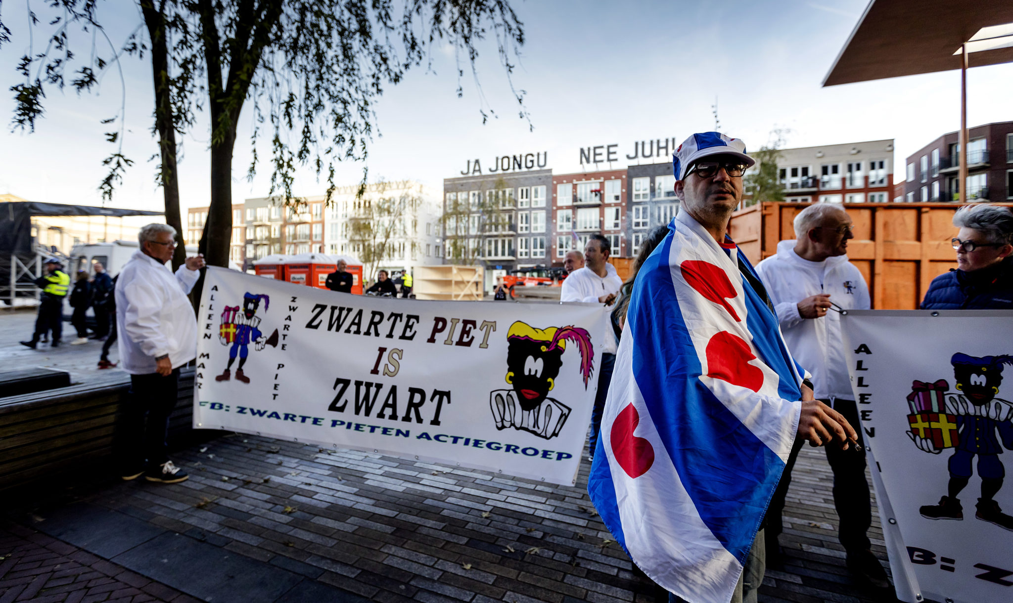 The Block Frisians, ba-anti-piet activists le papali ea lipolotiki