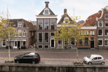 Vakwerk aan de gracht in Harlingen