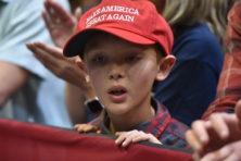 Trump blijft populair, maar besluiteloosheid dreigt
