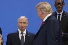 Poetin heeft bitter weinig aan zijn 'vriend' Trump