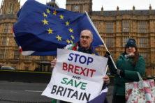Britse chaos duurt voort, May wacht vertrouwensstemming