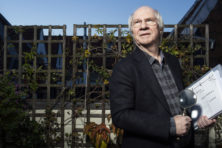 Jan Brokken: 'Ik wil de schaduwkant blootleggen'