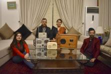 Radiostation leert Pakistaanse kinderen de Engelse taal