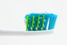 Die tandpastatube kan nog wel een week mee!