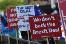 Order, ORDER! May verliest regie over Brexit