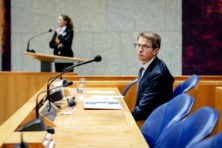 Kamer keihard over minister Dekker in zaak-Anne Faber
