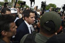 Guaidó kondigt 'laatste fase' aan in opstand tegen Maduro