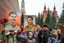 Poetin wordt nu zelf slachtoffer van de Stalin-cultus