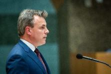 Harbers zwaar onder vuur om 'verdoezelen' zware misdrijven asielzoekers