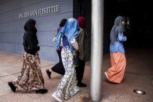 Schoolbestuurder woest: 'Dan verder met geld uit het buitenland'