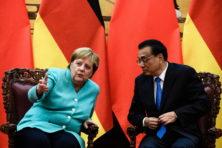 Merkel in Peking: bescherm vrijheden Hongkong