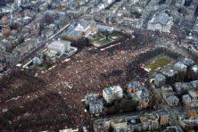 In memoriam: massamedia en massademonstraties