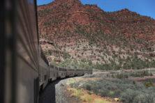 Reis over het spoor dat de staten verenigt