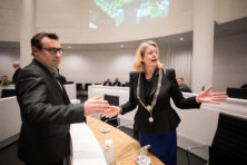 Den Haag: Krikke zat fout, maar 'corrupte' De Mos ook?