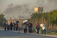 Turkije rukt op in Syrië: duizenden op de vlucht