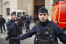 Aanslag op Parijse politie schokt Frankrijk