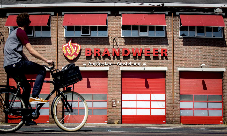 Geachte Tijs van Lieshout: ontsla fotograferende brandweermannen - Elsevier Weekblad