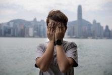 Peking laat Hongkong langzaam leegbloeden