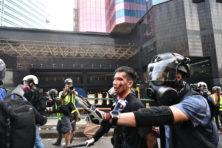 Veldslagen bij bezette universiteit in Hongkong
