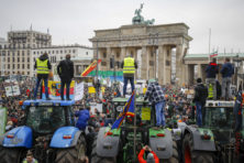Boeren leggen met trekkers Europese hoofdsteden plat