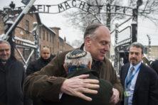 'Holocaustontkenners moeten geen podium krijgen'