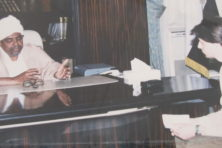 Mag de foto met Omar Al-Bashir inmiddels aan de wand?