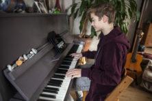Piano leren spelen met YouTube als docent