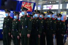 Met kinderachtige politieke spelletjes zet Peking levens op het spel
