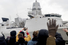 Indrukwekkend fregat onderweg naar Perzische Golf