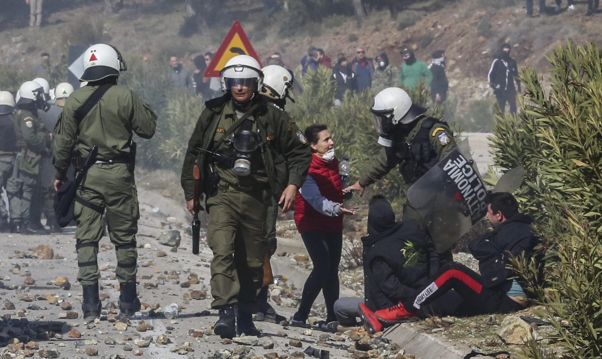 Overvolle azc's, rellen op Lesbos: asielproblematiek ettert door