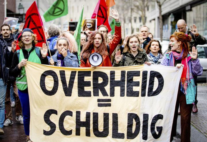 Jongeren protesteren in Den Haag na uitspraak in Urgenda-zaak. Foto: Sem van der Wal/ANP