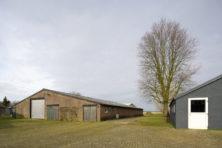 Hulpverleners tegen leegstaande stallen in Brabant