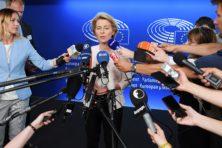 Bravo Von der Leyen voor weigering subsidie aan Poolse gemeenten