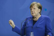 Stop de heiligverklaring van Angela Merkel