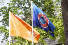 KNVB maakte van lastige situatie een complete chaos