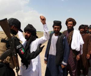 Leger controleert burgers in Afghanistan