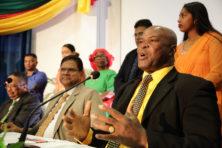 Suriname: beoogd leider Santokhi moet in zee met drugsbaas Brunswijk