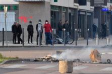 In Dijon lopen Tsjetsjenen en Noord-Afrikanen met automatische wapens over straat