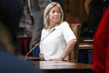 Minister Ollongren klem tussen de Kamers