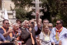 Italië gaat in het oranje de straat op