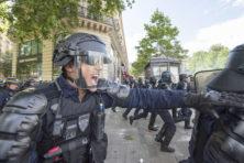 Franse agenten laten zien wie de baas is