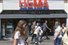 Geen eerlijk loon bij HEMA, wel vakantiedagen voor 'regenboogouder'