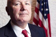 Amerikaanse ambassadeur verwijt Rutte anti-Amerikanisme
