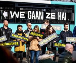 De initiatiefnemers van de petitie Kijk niet weg