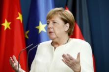 Merkel blijft geloven in sprookje dat met Xi afspraken kunnen worden gemaakt