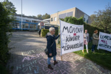 Verzet tegen 'gijzeling' en 'kindermishandeling': deze invloed heeft leider Viruswaarheid