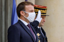 Na onthoofding Samuel Paty rest Macron slechts oorlog tegen moslimextremisme